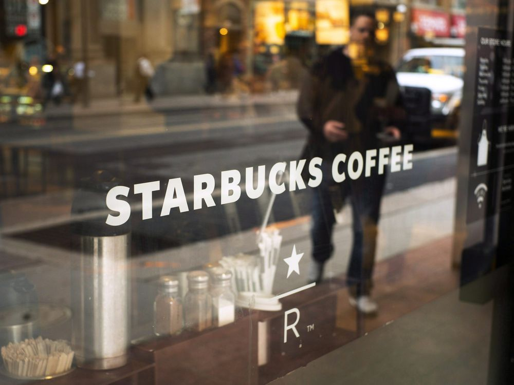 Starbucks Halts Use Of Reusable Cups To Prevent Covid-19 photo