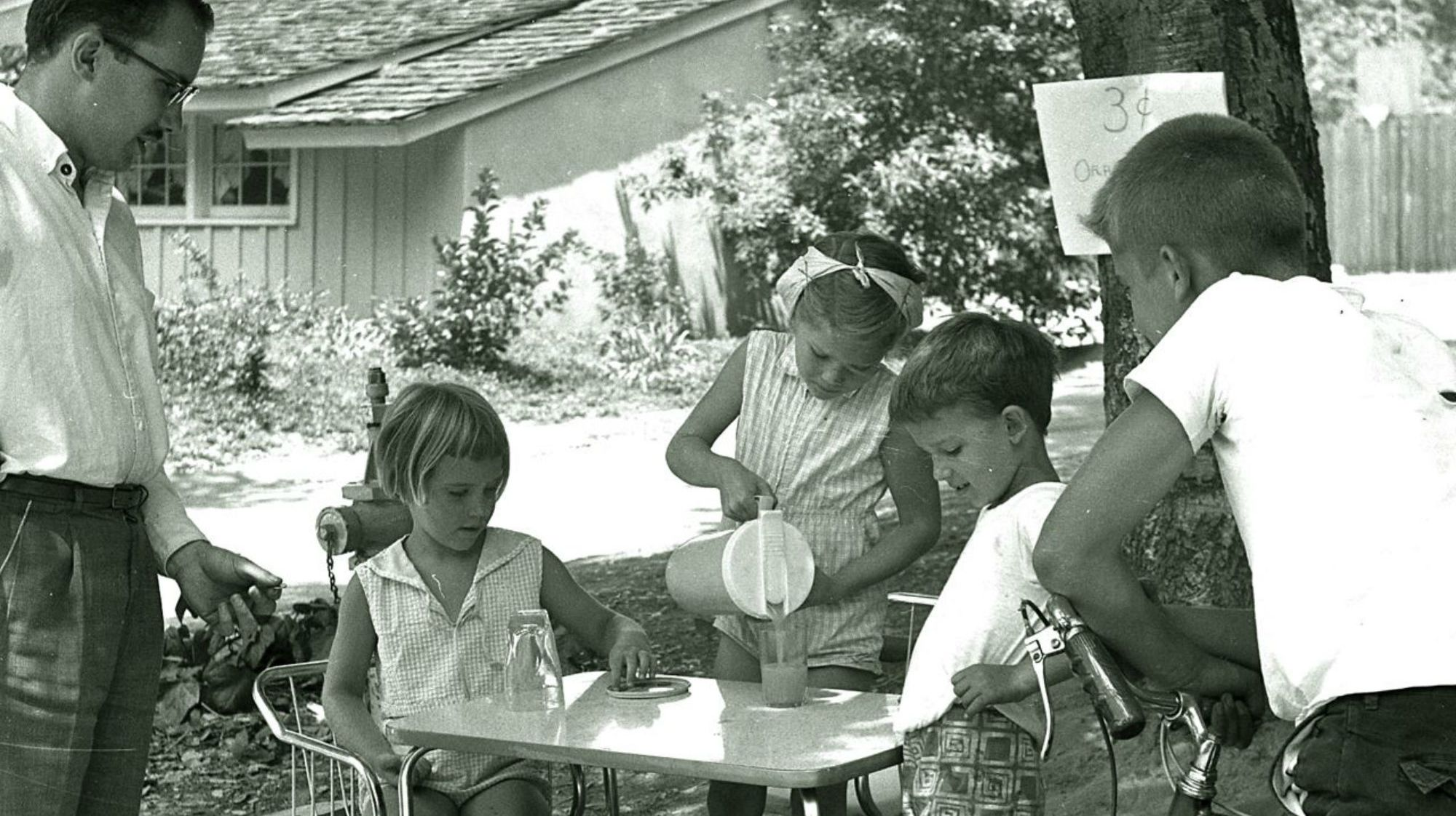 A Surprisingly Disgusting History Of Lemonade Stands photo