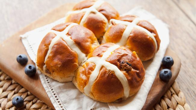 Watch: How To Make Chef Stephen Fraser's Hot Cross Buns photo