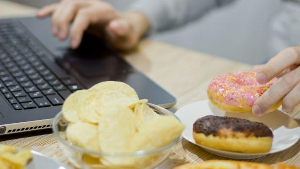 5 Foolproof Tips To Help You Curb Snacking photo