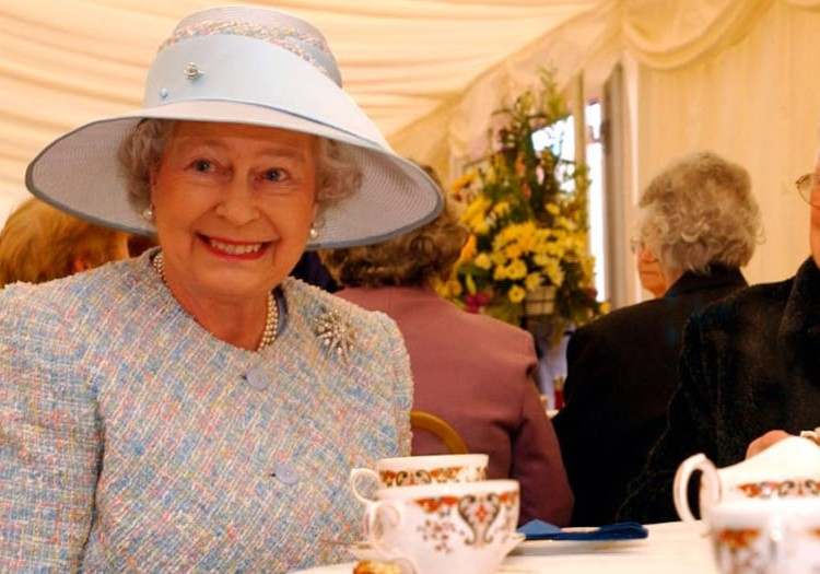 How To Drink Tea Like A Queen photo