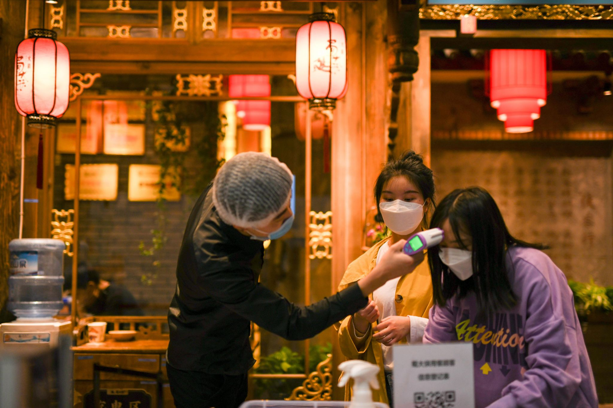 United States Restaurants Will Reopen With A Different Look. China Gives Clues As To How. photo