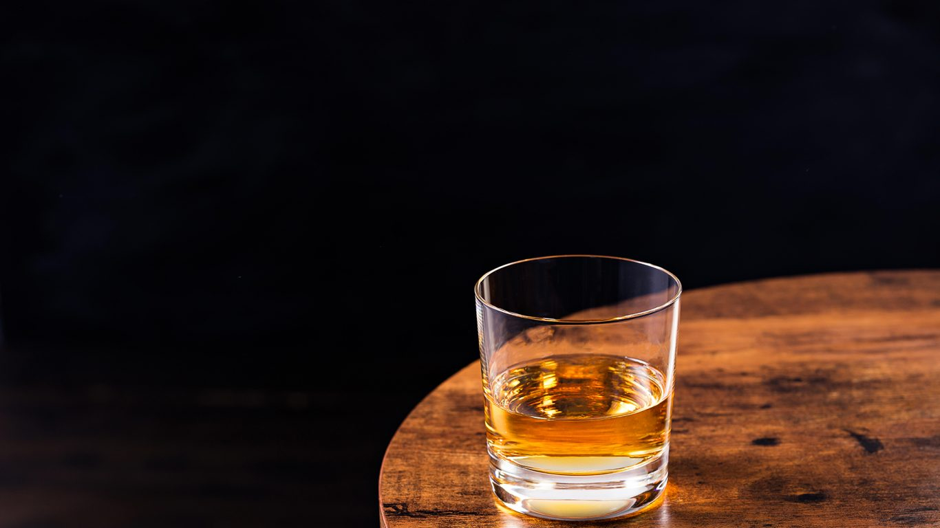The Best Way To Drink Whisky, According To The Experts photo