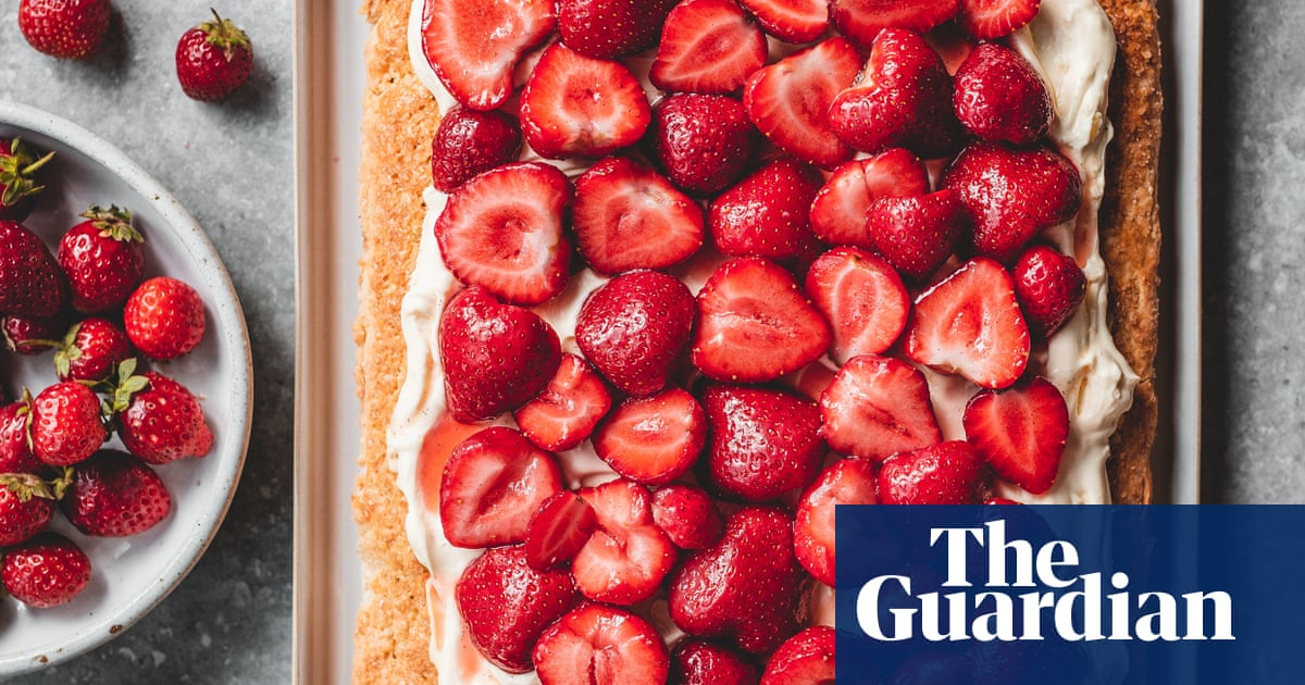 Edd Kimber's Recipes For One-tin Desserts And Cakes photo