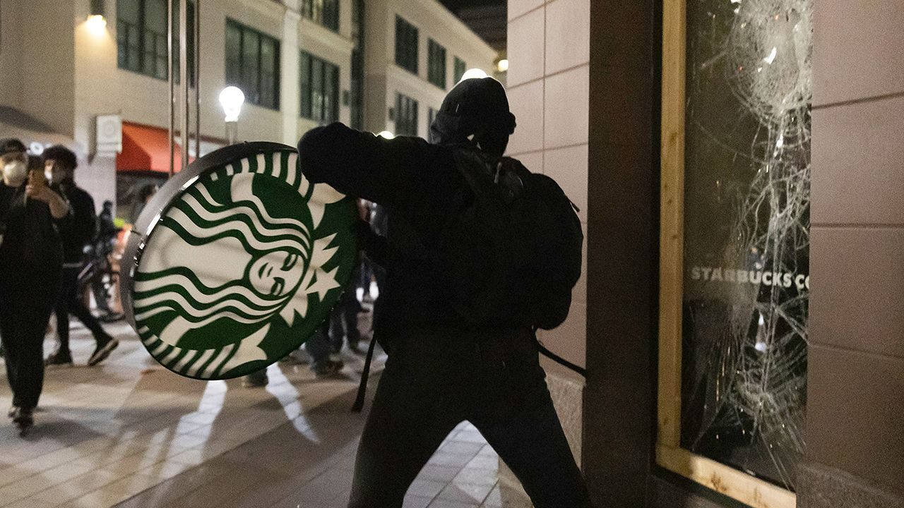 Local Starbucks Leaders Can Close Stores, Reduce Hours If Necessary Amid Looting photo