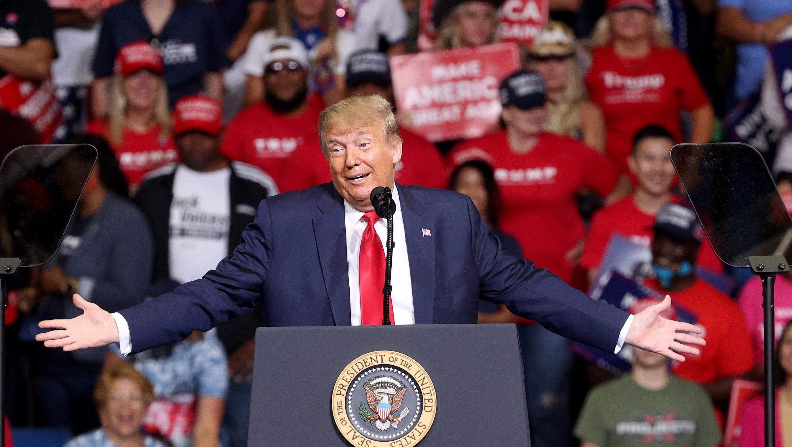 Watch: Tulsa Crowd Cheers As Trump Drinks Glass Of Water With 1 Hand At Rally photo