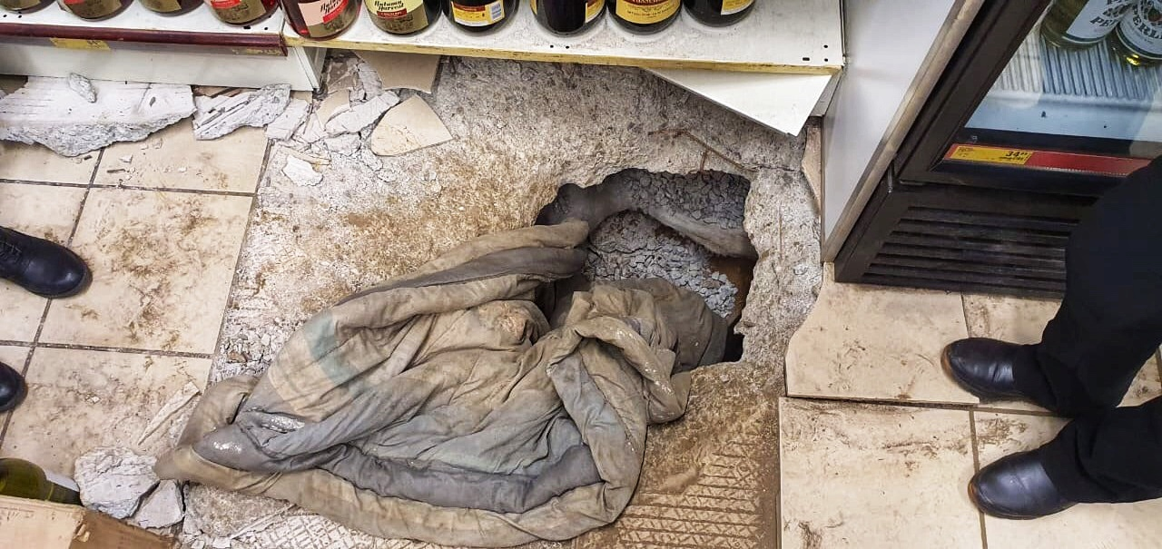 Tunnel Into Joburg Liquor Store Discovered As Manager Opens Up For Level 3 photo