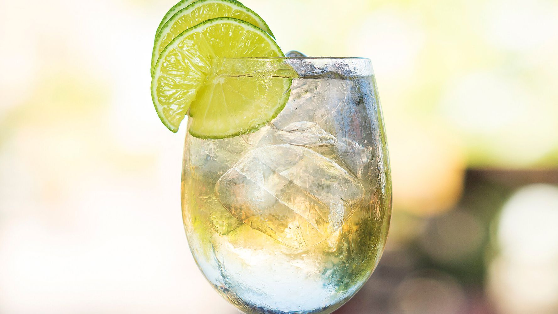 How To Make A Perfect Wine Spritzer Without A Recipe photo