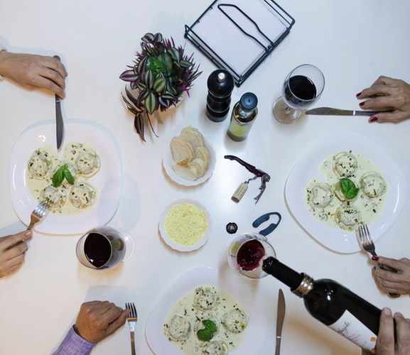 Wine Perfectly Complements a Meal: How to Choose the Ideal Wine With Food?