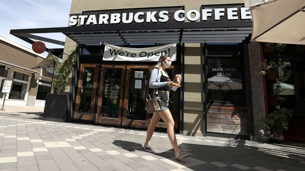 Starbucks Accelerates New Pick-up Hybrid Stores, Plans More Changes For Fall photo