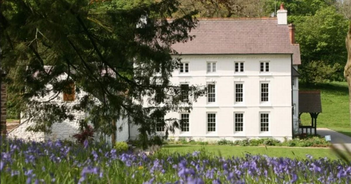 The Best Places To Stay In Wales Still Available For The Bank Holiday photo