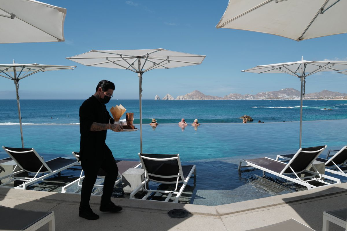 Mexico's Cabo San Lucas Resort City Tries To Lure Back American Sun-seekers photo