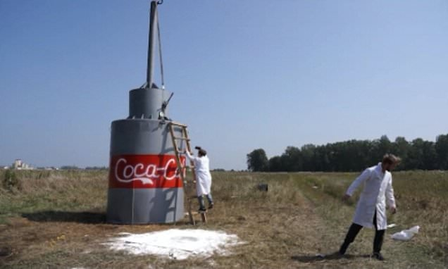 Russian Youtuber Uses Baking Soda To Erupt 10,000 Litres Of Coca Cola photo