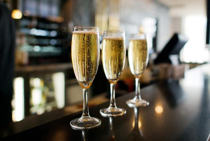 Sparkling Wine 700x470 Best Non Alcoholic Beverages to Order