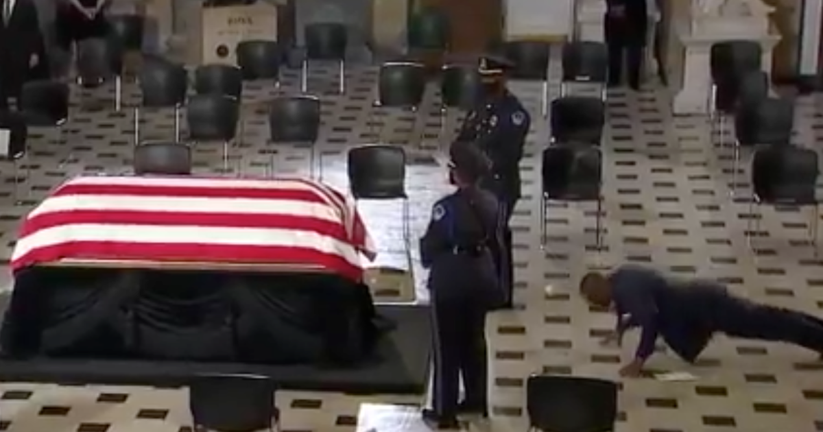 Rbg's Personal Trainer Honors Her With Three Push-ups In Front Of Her Casket photo