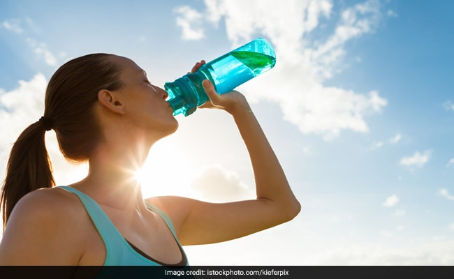 Fitness Trainer Explains How Drinking Sufficient Water Can Influence Your Fat Loss Program photo