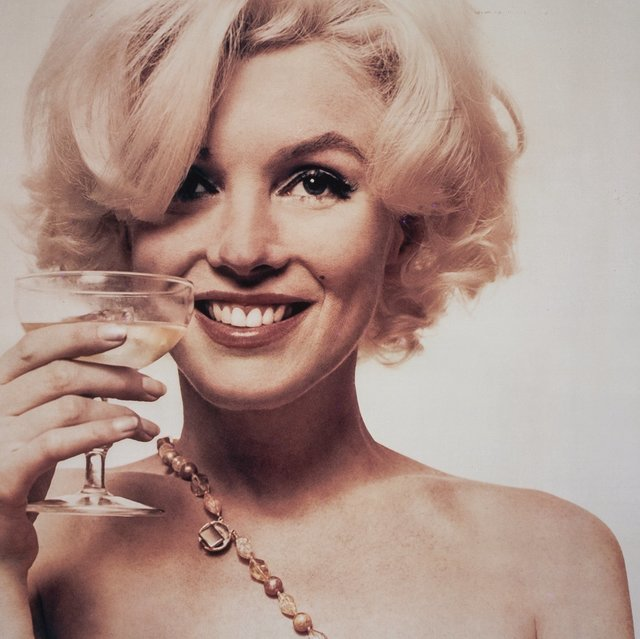 Marilyn Monroe, The Great Lover Of Champagne photo