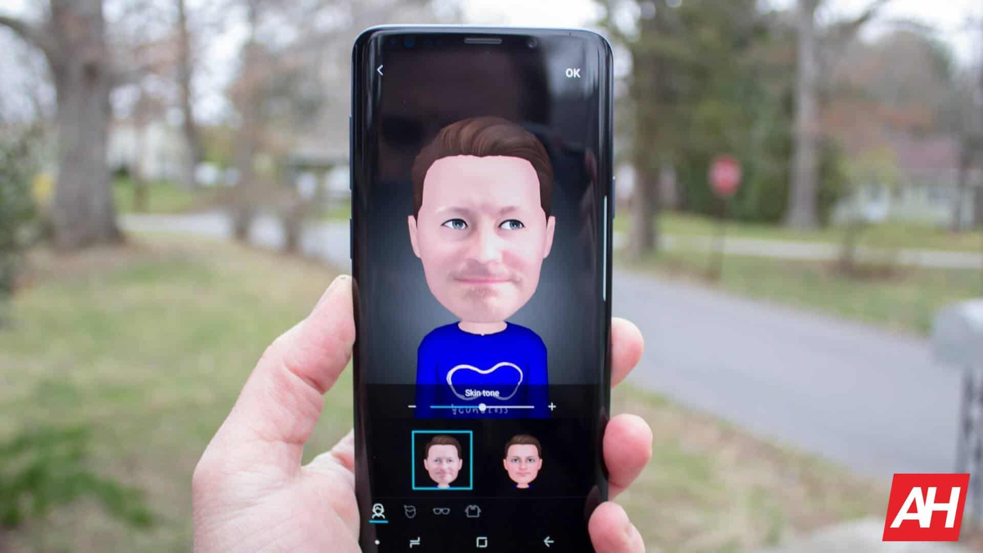 Galaxy Ar Emoji Get Custom Outfits From Coke, Scooby Doo & More photo