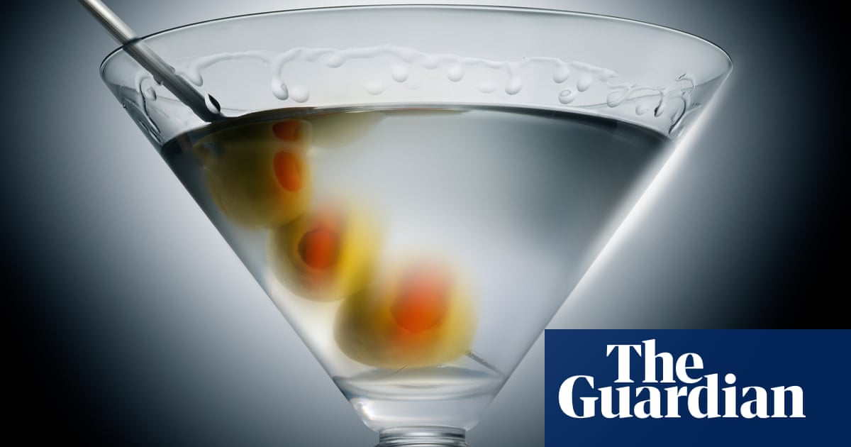 Super-dry: 10 Non-alcoholic Cocktails To Make At Home – From A Hot Buttered Pineapple To A Dirty Martini photo