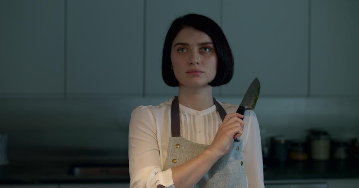 Netflix's 'behind Her Eyes' Is An Unpredictable Mystery Thriller With A Dark Twist photo