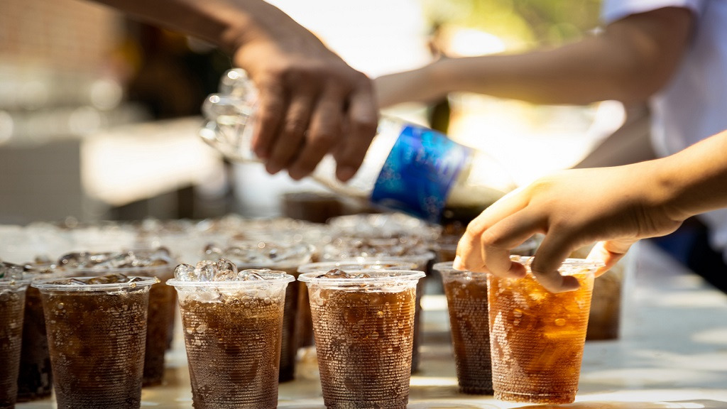 8 Reasons Why You Should Not Allow Your Child To Drink Sodas photo