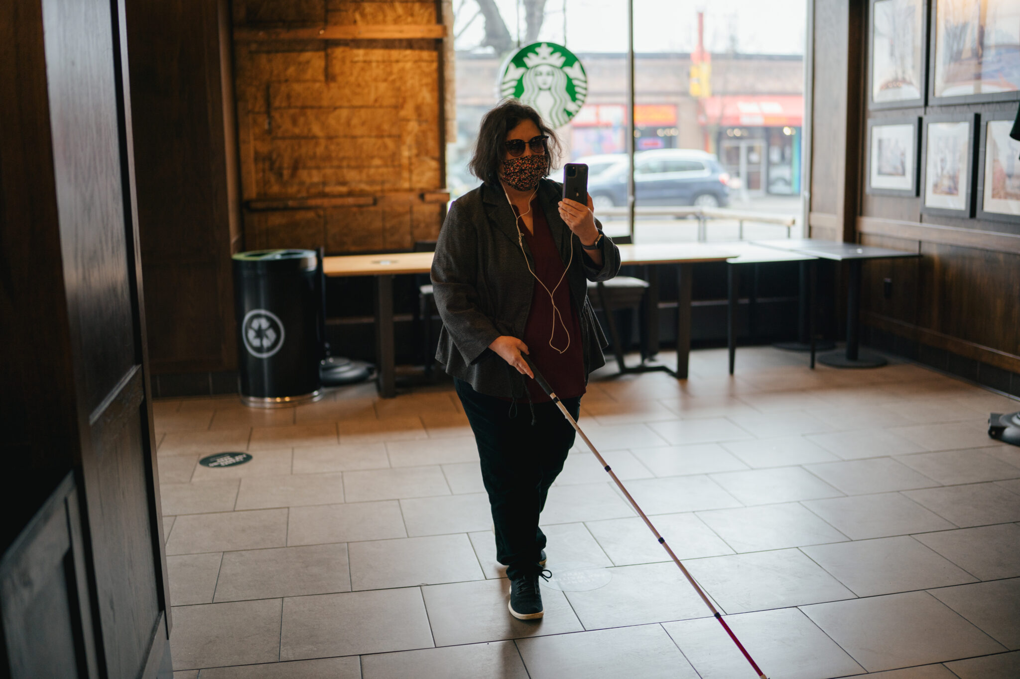 Starbucks Implements Tech For Blind And Low-vision Customers To Aid In-store Navigation And More photo
