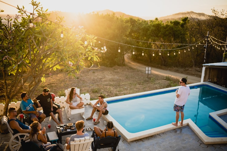 7 Excellent Ideas for Hosting A Sustainable Party photo