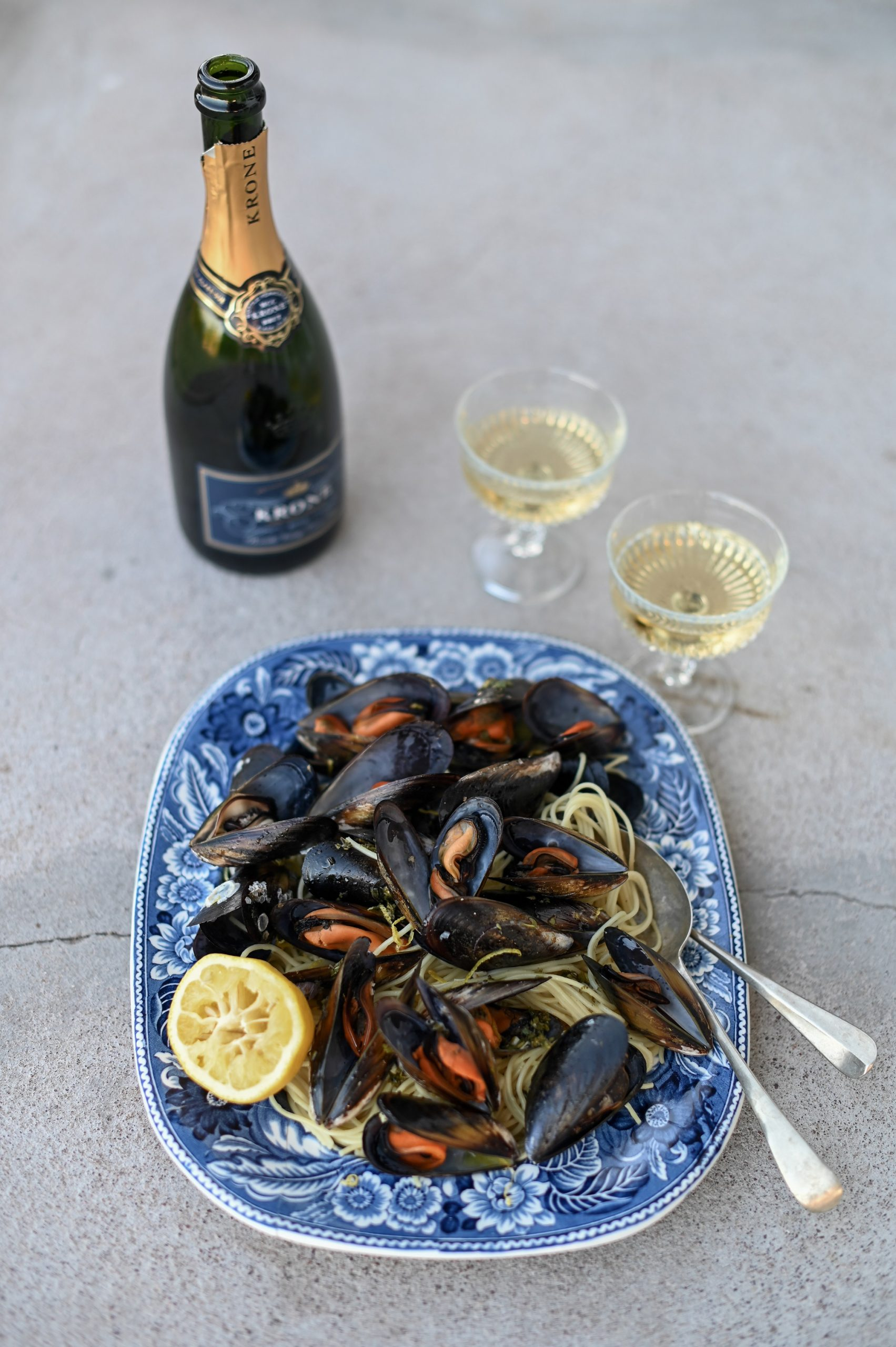 Seaside-inspired Seafood Spoils photo