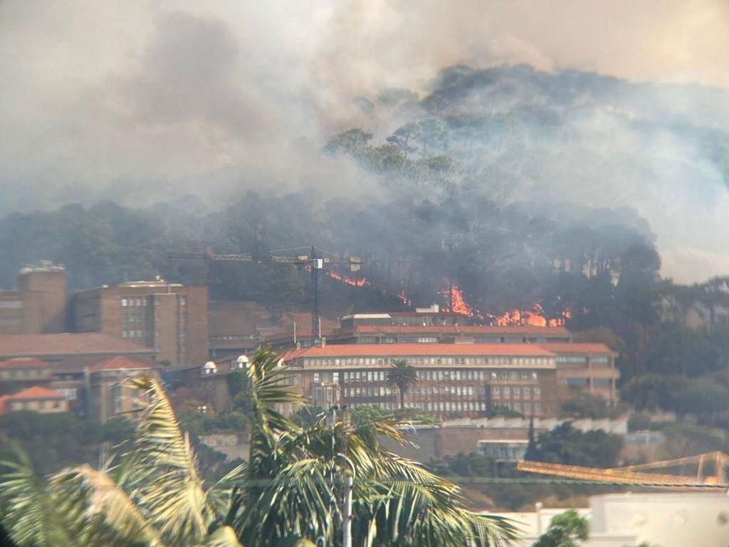 Battle Against Table Mountain Fire photo